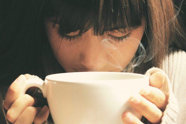 10 surprising benefits of drinking hot water