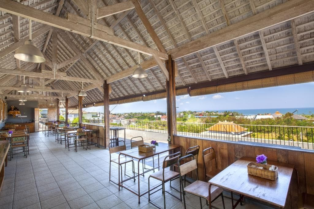 FRii Bali Echo Beach restaurant