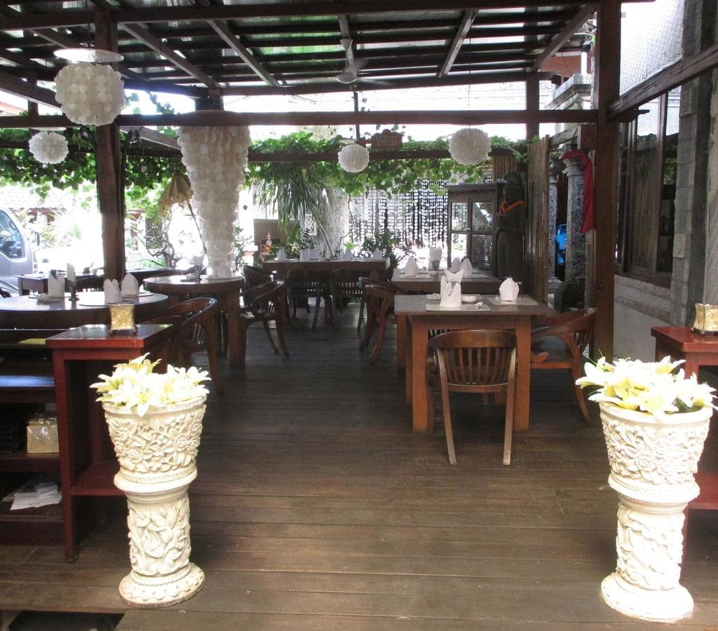 Restaurant - affordable Bali resorts
