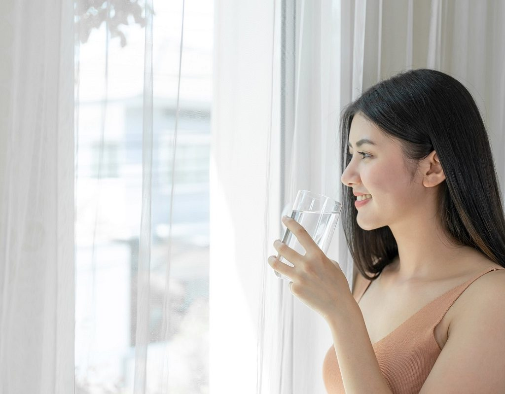 healthy skin habits - drink enough water