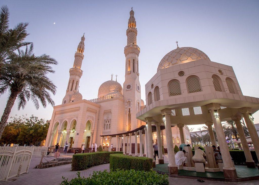 Jumeirah Mosque - places to visit in Dubai